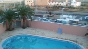 Vaizdas pro viešbučio langą.