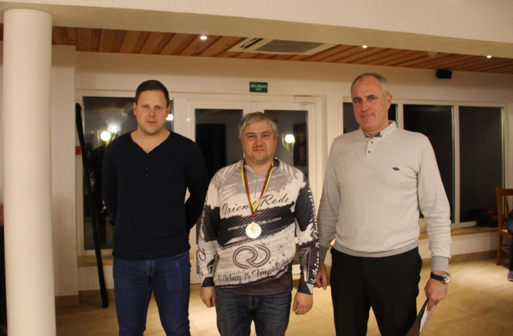 Viduryje Olegas Ružickis.